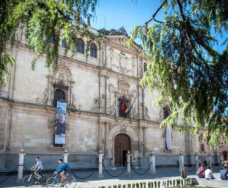fachada-universidad-alcala-henares