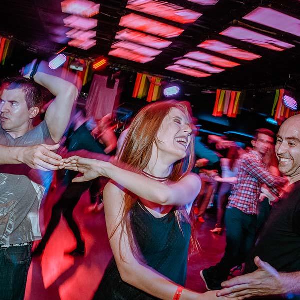 bailando Melphotofilm fotografo sensualcala